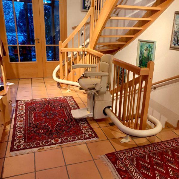 Treppenlift-2-Etagen-Handicare-Freecurve-vermeer-treppenlifte-bönisch